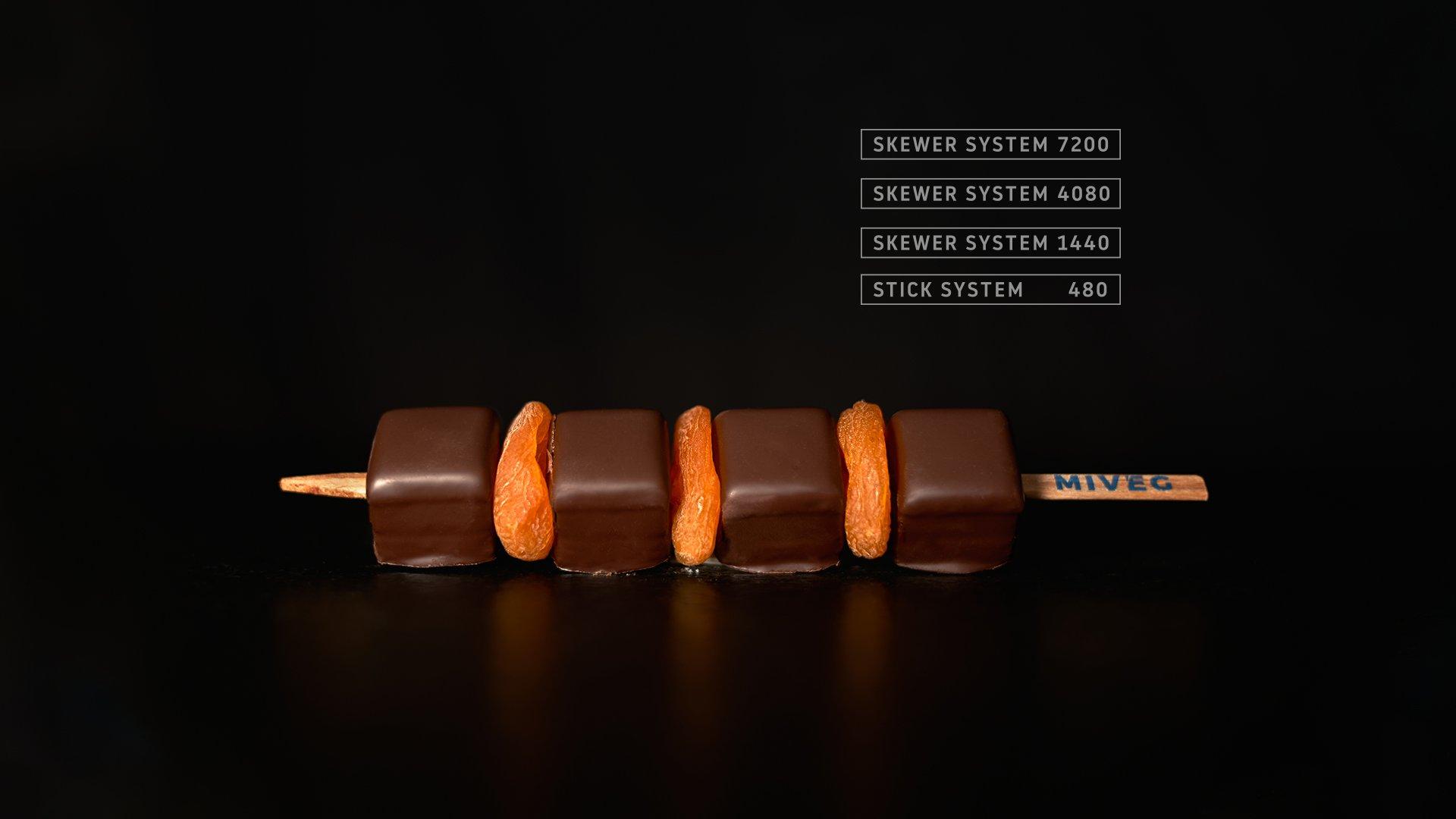 Miveg Skewer Systems · Dominostein + getrocknete Orange Spieß · Dominostein + dried apricot skewer